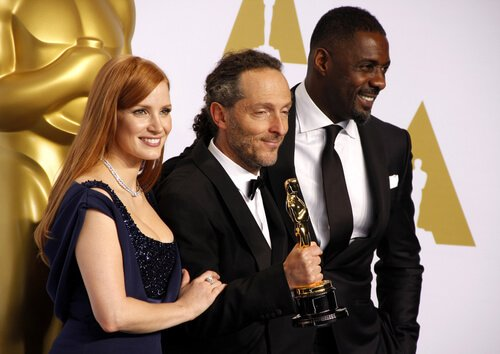 Jessica Chastain, Emmanuel Lubezki and actor Idris Elba pose in the press room during the 87th Annual Academy Awards at Loews Hollywood Hotel on February 22, 2015 in Hollywood, California. Tinseltown / Shutterstock.com